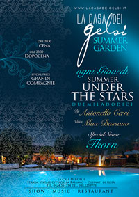 giardino estivo sotto le stelle