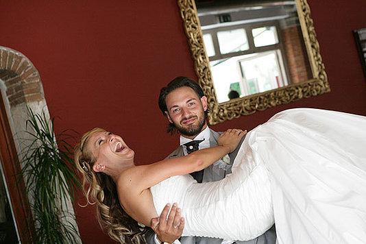 la sposa tra le braccia dello sposo