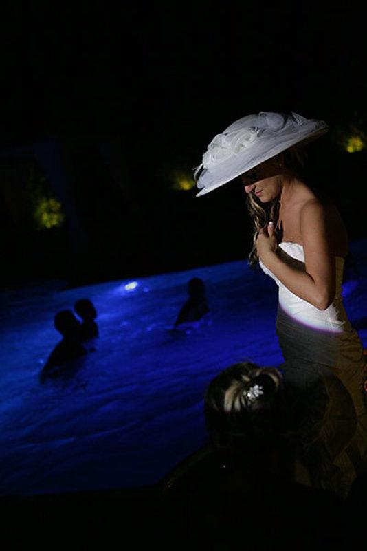 sposa a bordo vasca idromassaggio sera