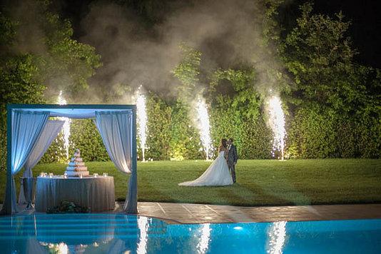 piscina torta sposi fuochi artificio