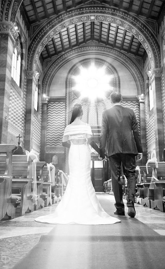 sposi camminata chiesa