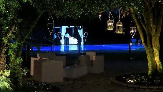 la piscina alla sera
